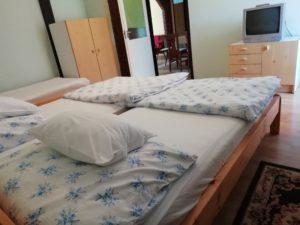 3 ágyas + tv